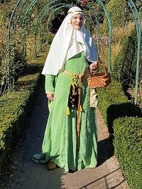 Galerie – Dame des niederen Adels um 1170